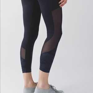 Lululemon Seek The Heat Crop Black mesh pockets